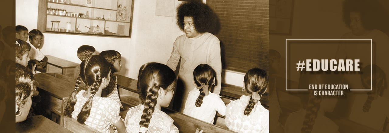 Sri Sathya Sai Baba with Students,Maharashtra and Goa,Dharmakshetra(Educare)