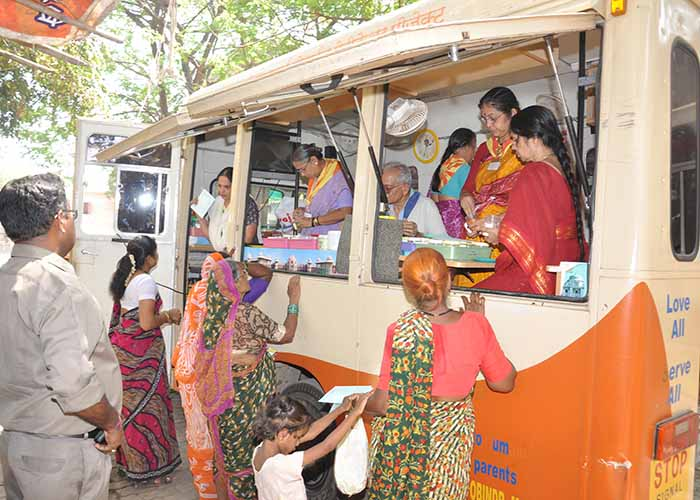 Sri Sathya Sai medical van offering service to people,Maharashtra and Goa,Dharmakshetra